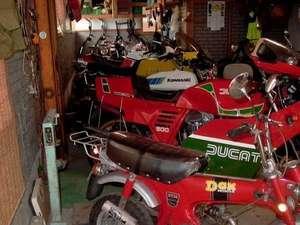 tourist trophy house:バイク~オーナーのコレクションルーム♪博物館よりもすごいものが・・。