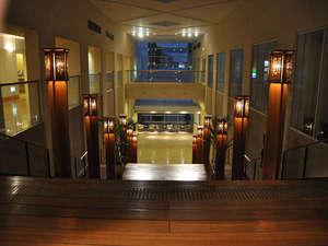 関西エアポートワシントンホテル:大階段上から夕方の眺め♪