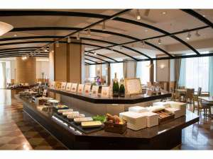 関西エアポートワシントンホテル:広い開放的な店内で優雅に。