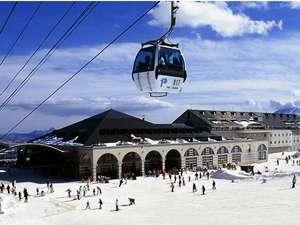 【パルコール嬬恋スキー場】関東最大級の大型コース、子供が遊べるファミリーランドパークも。