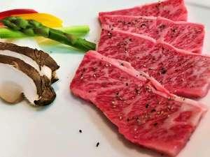 嬬恋の宿 あいさい:【夕食:2017春】上州牛の陶板焼き。長野県産コシヒカリの山葵ご飯と、ご一緒にどうぞ
