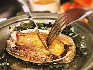 年中活蟹の宿 展望三国温泉 はれや旅館:新鮮な鮑を踊り焼きで♪