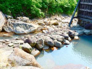 孫六温泉:*【露天風呂】川のせせらぎに耳を傾け、大自然に囲まれながらゆったり過ごすひとときを。