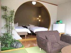 100%源泉掛け流しの宿 雲仙スカイホテル:『 2人だけの空間 』をテーマにした和洋室。Simple is best