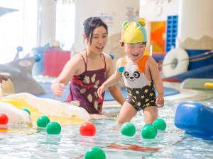 シャトレーゼ ガトーキングダムサッポロ ホテル&スパリゾート:お子様のプールデビューに最適!水深15cmの幼児プールで遊ぼう!