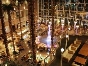 シャトレーゼ ガトーキングダムサッポロ ホテル&スパリゾート:高さ50mのアトリウムでリゾート気分を味わいながら、和洋中ビュッフェに舌鼓♪