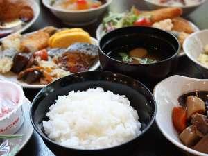アパヴィラホテル<富山駅前>(アパホテルズ&リゾーツ):【和洋朝食バイキング】和食スタイル例。朝食をしっかり食べて1日を元気にスタート!