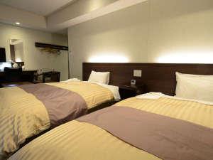 ホテル ニューミフク:【ツインルーム(一例)】落ち着いた空間に広いベット。のんびりとお過ごしください。