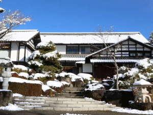 猿ヶ京温泉 生寿苑(しょうじゅえん):雪の外観