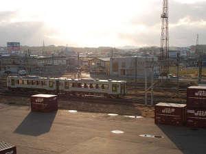 【景色 駅側】駅近の魅力☆お部屋から走行する電車を眺めることができますよ♪