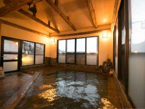 サリーガーデンの宿 湯治 柳屋:鉄輪ならではの豊富な湯量を贅沢に味わえます。