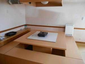 漁り火の宿 海宴坊:囲炉裏風テーブル(ホットプレート)