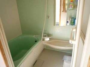 A,B専用予約制お風呂のアメニティ。シャンプー、リンス、ボディーソープは資生堂製品です。