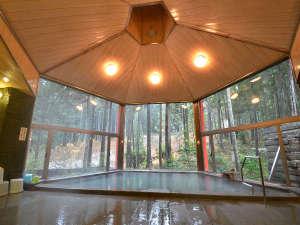 福井市美山森林温泉 自家源泉の宿 みらくる亭:開放感のある大浴場でお寛ぎください♪