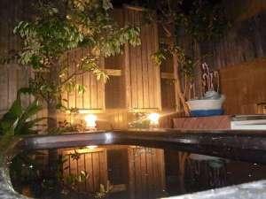 北浦宝来温泉つるるんの湯宿 北浦湖畔荘:夜空が眺められる露天風呂