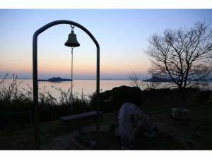 Ile d'or Cafe&Guesthouse:恋人岬二人で夕日を見ながらこの鐘を鳴らすと愛は永遠に続くと言われています