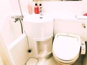浴室はユニットタイプとなります。清潔感を重視した清掃に取り組んでおります。