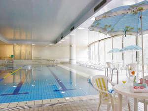 ホテル京セラ:本館地下1階の温水スイミングプール。