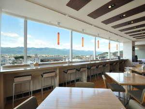 【10Fレストラン ル シエル】(昼)③ 北アルプスが一望できるレストランでのご朝食をお楽しみ下さい。
