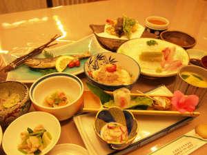 潮原温泉 松かわ:◎【夕食一例】温泉の恵みを体の中からも。吉和の名産を、温泉水で調理したお料理の数々。