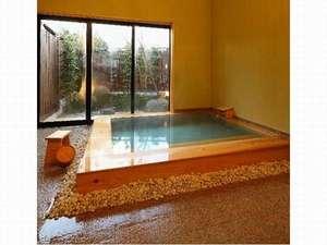 日本三美人の湯 湯元 湯の川:檜の貸切風呂:やさしさ