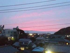 302号室からの 夕焼け の風景です。