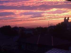 かぢや旅館:3階客室より見る夕陽 富士山