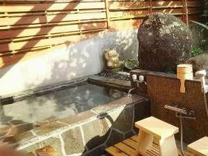 温泉民宿 かわべ:露天風呂の利用時間は15時から22時。1時間前に要電話予約
