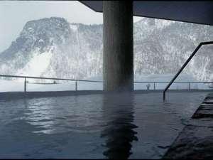 ホテル大雪:【天華の湯】冬の昼に撮影されたものです。空気が澄んでいて気持ちいいです★