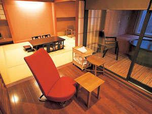 和房「雪花」客室の一例。全室マッサージチェアを設置