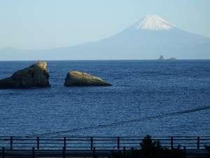いなばや旅館:元旦の朝 当館5階から見た 富士山