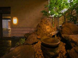 ◆【手水鉢】入口にてお迎えする、爽やかな