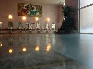 源泉かけ流しのおやど 菊半旅館:大浴場は循環、加水、加温なしの源泉100%掛け流し〔ご利用時間15:00~10:00〕