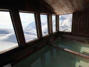 みくりが池温泉:浴場からの大パノラマ!!大日連峰が広がります。