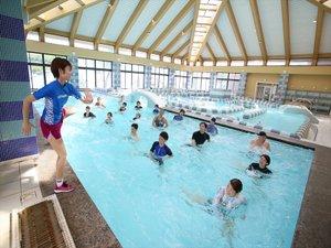 アクアジムプールでは運動教室も開催。有料・定員制