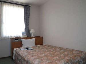 ビジネスホテル西郷:【セミダブル】各部屋で壁紙を変えたオシャレな室内