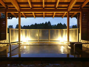 ホテル箱根パウエル:【桃源の湯】遠く長尾峠と外輪山を望み、自然の空気が満ちる露天風呂