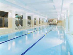 ホテル箱根パウエル:【温水室内プール】25m3レーン。プールグッズ・浮き輪など貸出無料!*