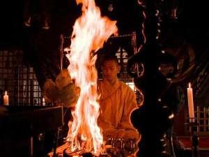 高野山 宿坊 恵光院:毎朝の勤行が終了次第、毘沙門堂にて「即座護摩」を修法いたしております。
