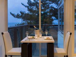 タカミヤ湯の浜テラス 西洋茶寮 <高見屋グループ>:レストラン「Covo di Mare」日本海の夕日を眺めながら特別なディナーを。