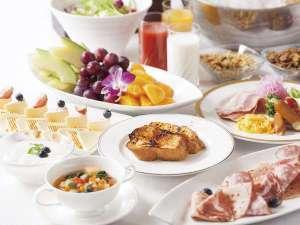 オリエンタルホテル東京ベイ :【ご朝食】レストラン「グランサンク」(6:30~10:00)50品以上の種類豊富な朝食ブッフェ