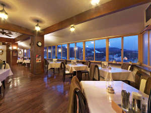 草津ヒルズ ブランシェ展望温泉と天望レストランのオーベルジュ:夜景を眺めながらデイナータイムが楽しめる天望レストラン