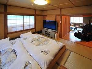 おふろ好きの宿 旅館 しゃくなげ荘:二間ロウベッド、シャワートイレ、洗面、マッサージチェア付、58プラズマTVでプライベートシアターを。