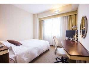 ホテルJALシティ宮崎:広い空間でゆっくりと仕事が出来るシングルルーム