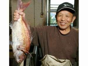 料理民宿 松竹館:鯛釣り名人のおっちゃん!