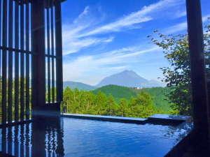 草屋根の宿 龍のひげ/別邸 ゆむた:【こごみ】温泉は露天風呂と内湯2ヶ所あり、由布岳を見ながら贅沢に入れます。