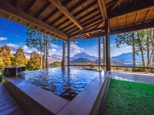 草屋根の宿 龍のひげ/別邸 ゆむた:【くぬぎ】温泉は露天風呂と内湯2ヶ所あり、由布岳を見ながら贅沢に入れます。