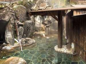 夢の国星の国みるき~すぱサンビレッヂ:岩風呂大浴場はph9.1のアルカリ性。「ぬるっとした」肌触りの温泉です。夜19:00~22:00の間は女性専用。
