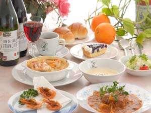 アリスの泉:メインの魚、お肉料理の他、旬の山菜の天ぷら、おひたし、お漬物等お酒のお供に好評です。