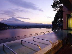 風のテラスKUKUNA(くくな):大空の湯「Mahina」~天空に浮かぶ夕景の露天風呂~